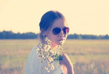 girl-flowers (1)